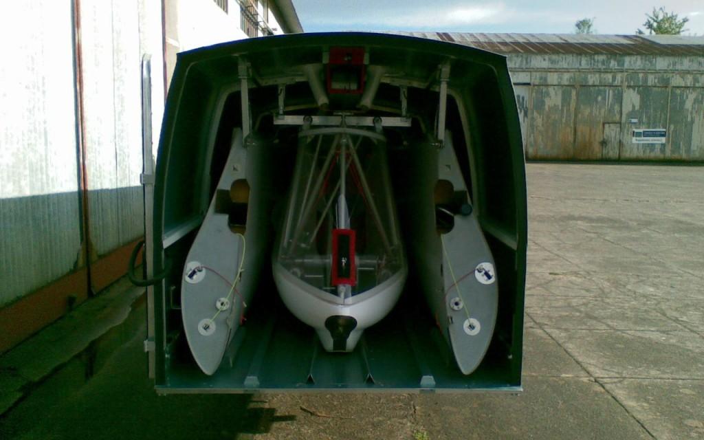 Remorque Cobra pour Swiftlight vue de l'arrière, porte ouverte
